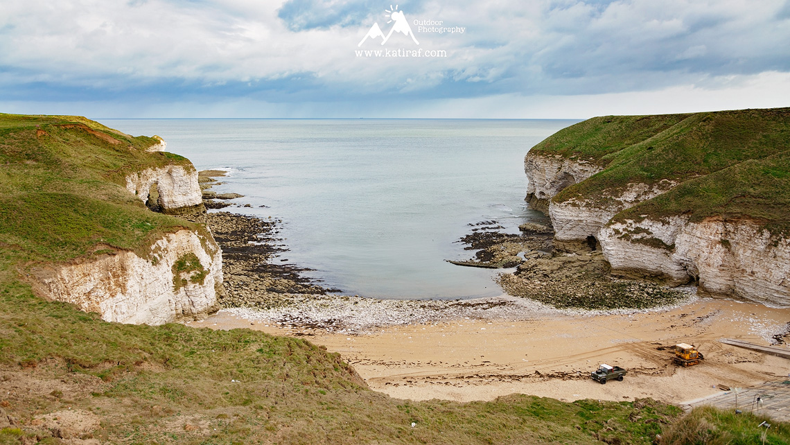 Klify Flamborough Head i plaża North Landing, Yorkshire, Anglia www.katiraf.com