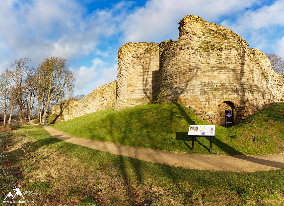 Miasteczko i zamek Pontefract, West Yorkshire www.katiraf.com